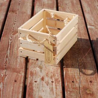 skrzynka drewniana z uchwytami ze sznurka