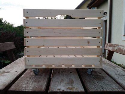 skrzynka drewniana na kółkach