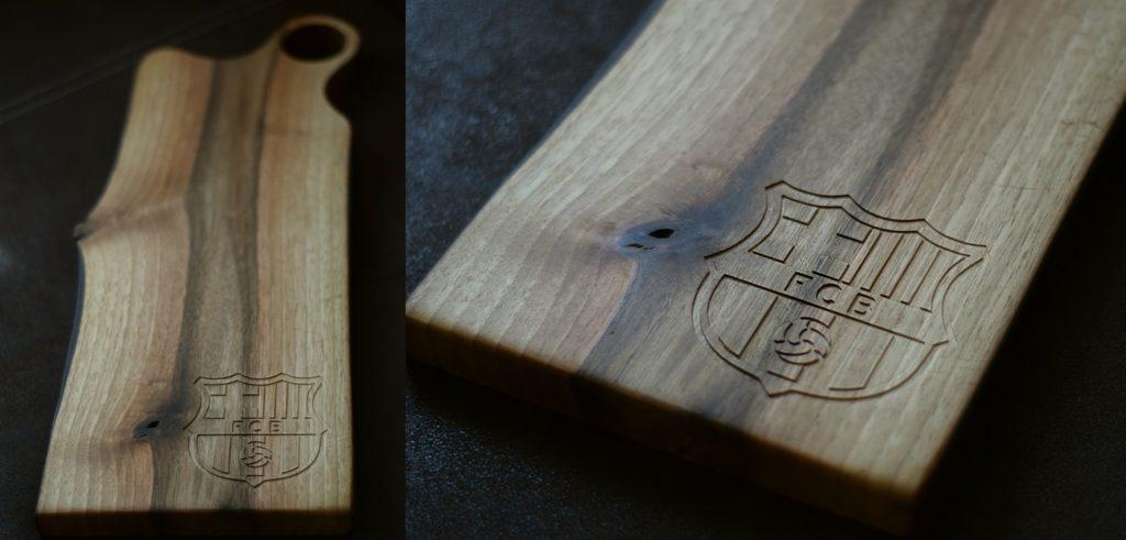 Napis na drewnianej desce