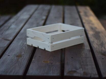 skrzynka drewniana biała