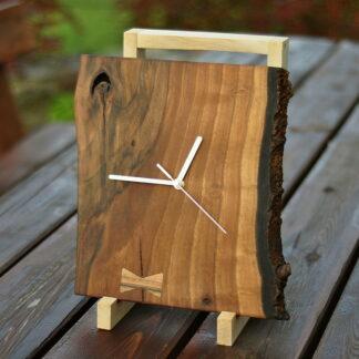 zegar na desce orzechowej