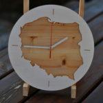 zegar ścienny z konturem Polski
