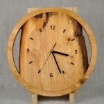 rustykalny zegar do salonu