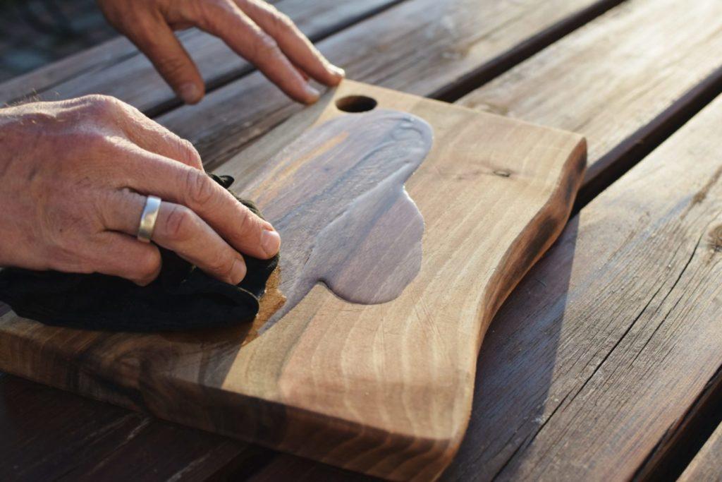 pielęgnacja drewna olejem