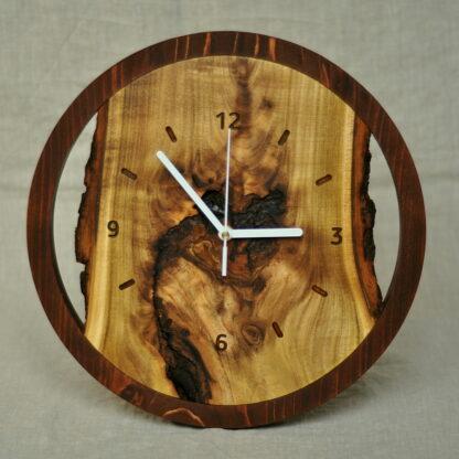 zegar z akacji