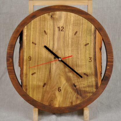 drewniany zegar do salonu