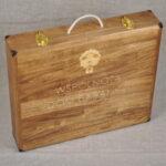 drewniana walizka