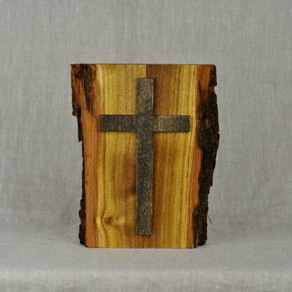 rustykalny krzyż z drewna