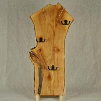 pionowy wieszak z drewna jabłoni